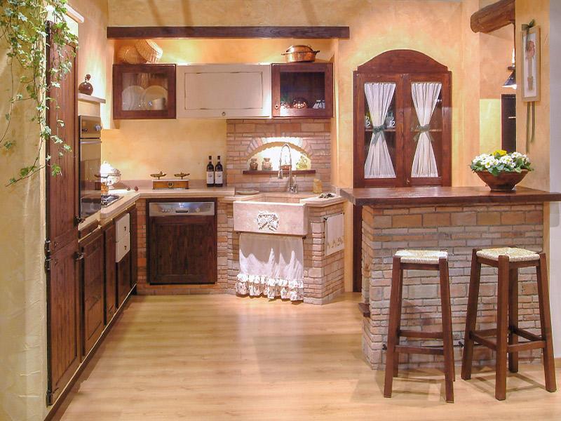 ... cucina è stato inserito un bancone/snack in muratura con sgabelli
